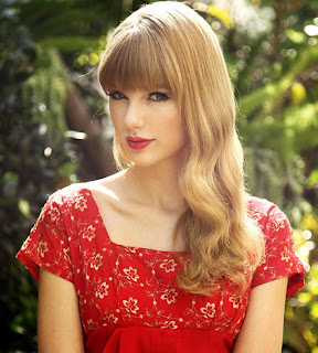 Taylor Swift red shirt 2013 Pictures