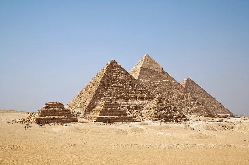 Como calcular o volume de uma pirâmide