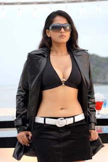 Anushka Shetty cleavage photos