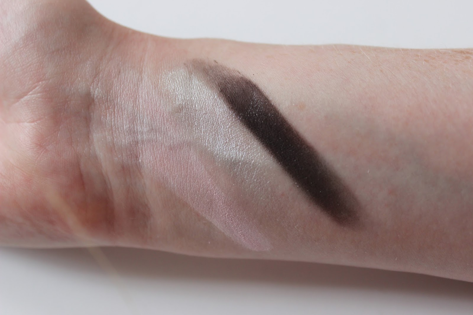 Too Faced Cat Eyes shadow palette eye shadows swatches