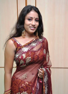 KAVUSIKA-hot-in-Saree-South Actress-4