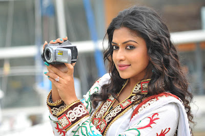 Amala Paul hot in iddarammayilatho 002 Actress Amala Paul Latest Beautiful Photos