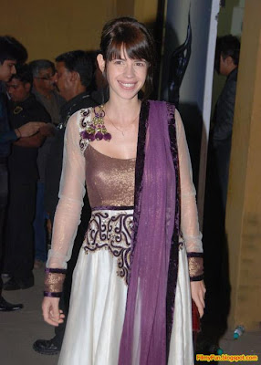 Kalki Koechlin arrives for the Filmfare Awards at Yash Raj Studio Mumbai_FilmyFun.blogspot.com