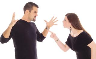 Pasangan yang sedang berkelahi