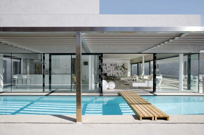 Una casa con paredes de cristal a house with glass walls - Piscina de cristal ...