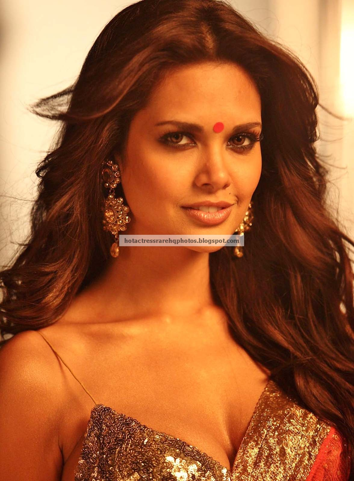 Hot indian actress rare hq photos bollywood actress esha gupta spicy