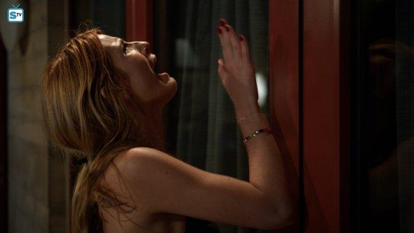 Imágenes y argumentos oficiales del 1x01: 'Red Roses' y 1x02: 'Hello, Emma'