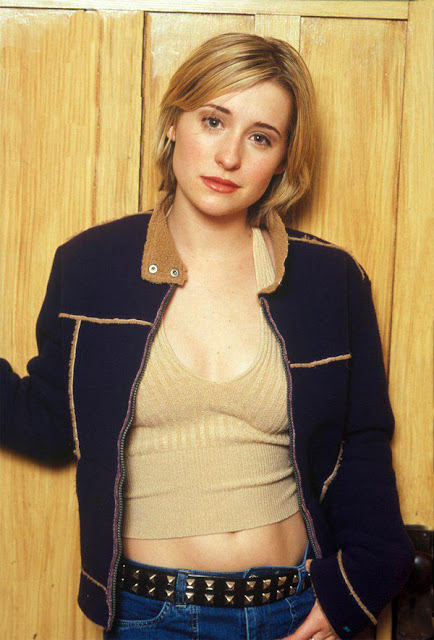 Allison Mack Hot Sexy Wallpapers