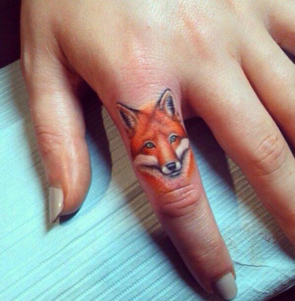 55 ideias criativas de tatuagens para os dedos