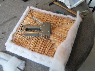 Le blog de marie line relooker des chaises vos pinceaux - Recouvrir une chaise en paille ...