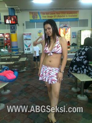 foto tante bohay pakai baju renang