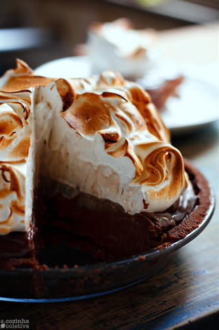 Torta de chocolate e merengue tostado sem forno