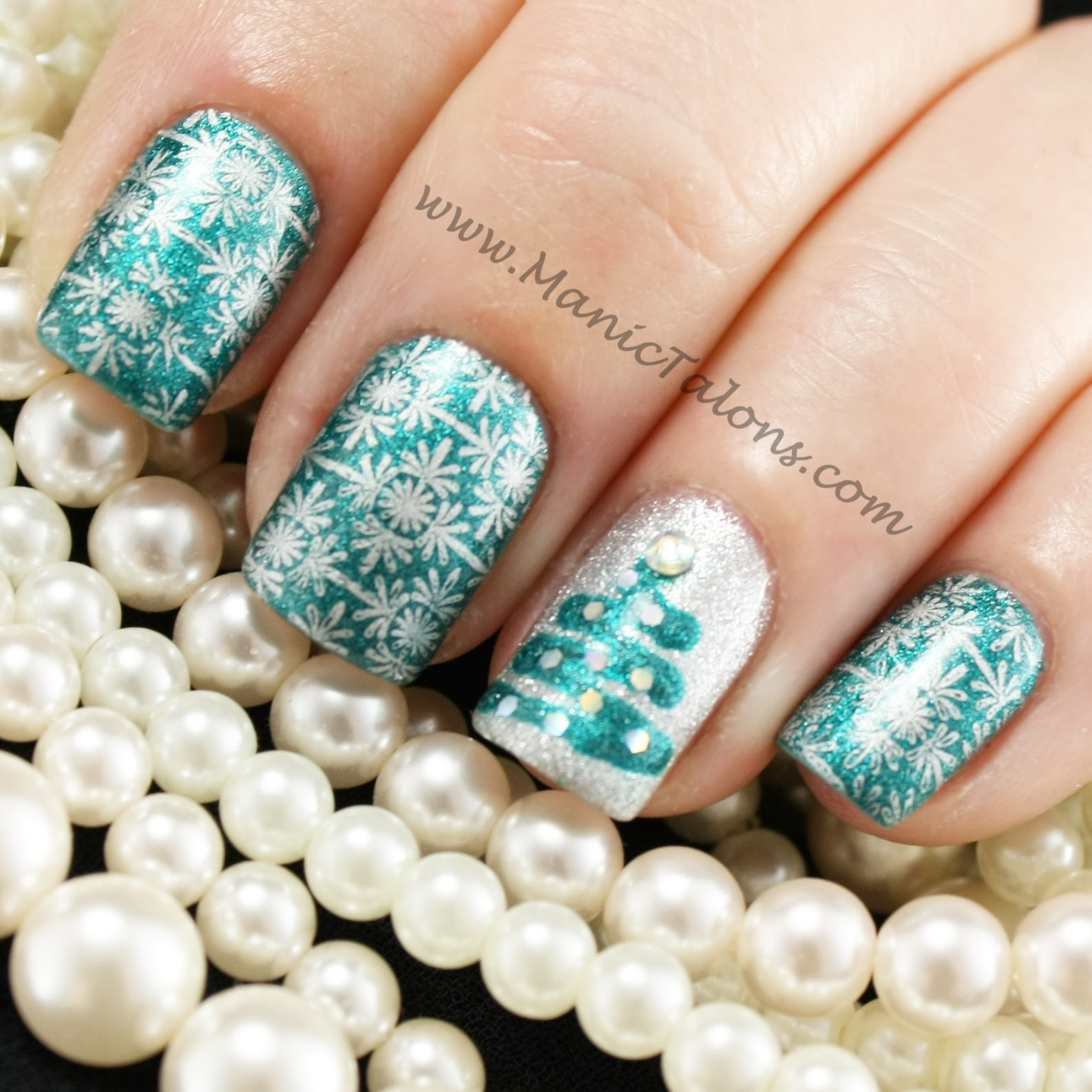 Manic Talons Nail Design: Merry Christmas Everyone!