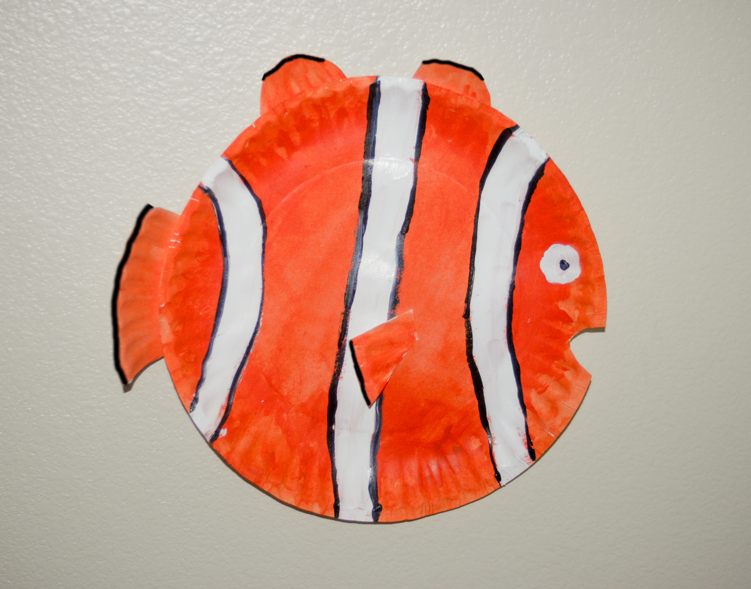 & Mommy Minutes: Paper Plate Fish