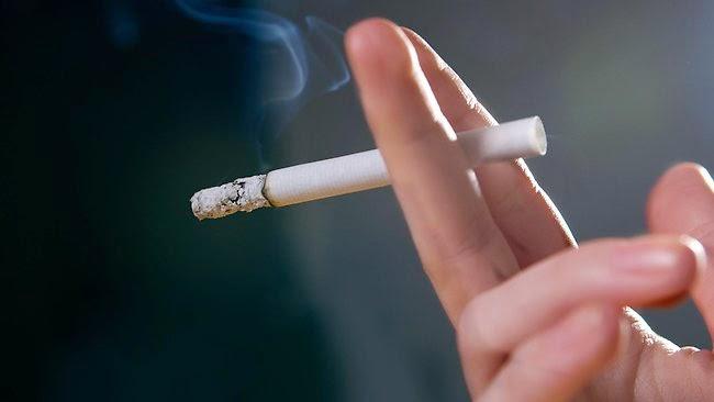 13 sai lầm tệ hại nhất bạn đang đối xử với bản thân - Hút thuốc nơi công cộng
