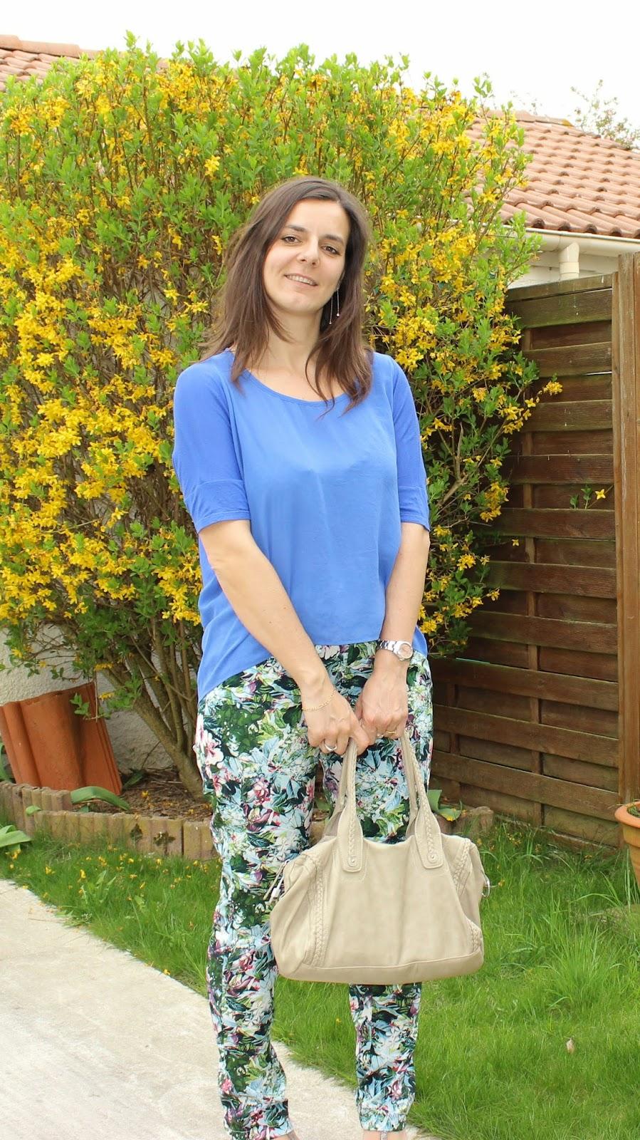 Top mango bleu, pantalon tropical Vero Moda, Chaussures bleues Kookai
