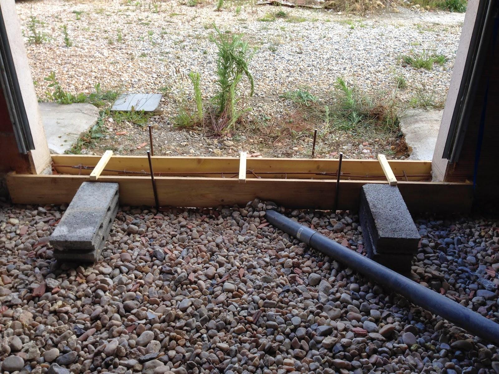 Notre projet salon salle manger seuil b ton de la for Comment faire un seuil de porte de garage en beton