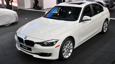 BMW Launches 320i Entry- Level 3-Series in Detroit