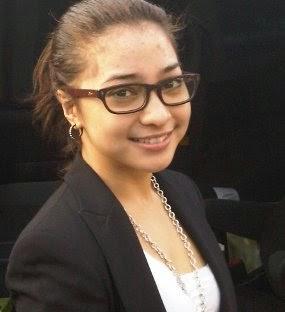 Foto cantik nikita willy pakai kacamata