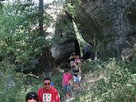 Sortint del pas entre roques