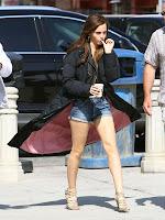 sexy celebrity legs of Emma Watson