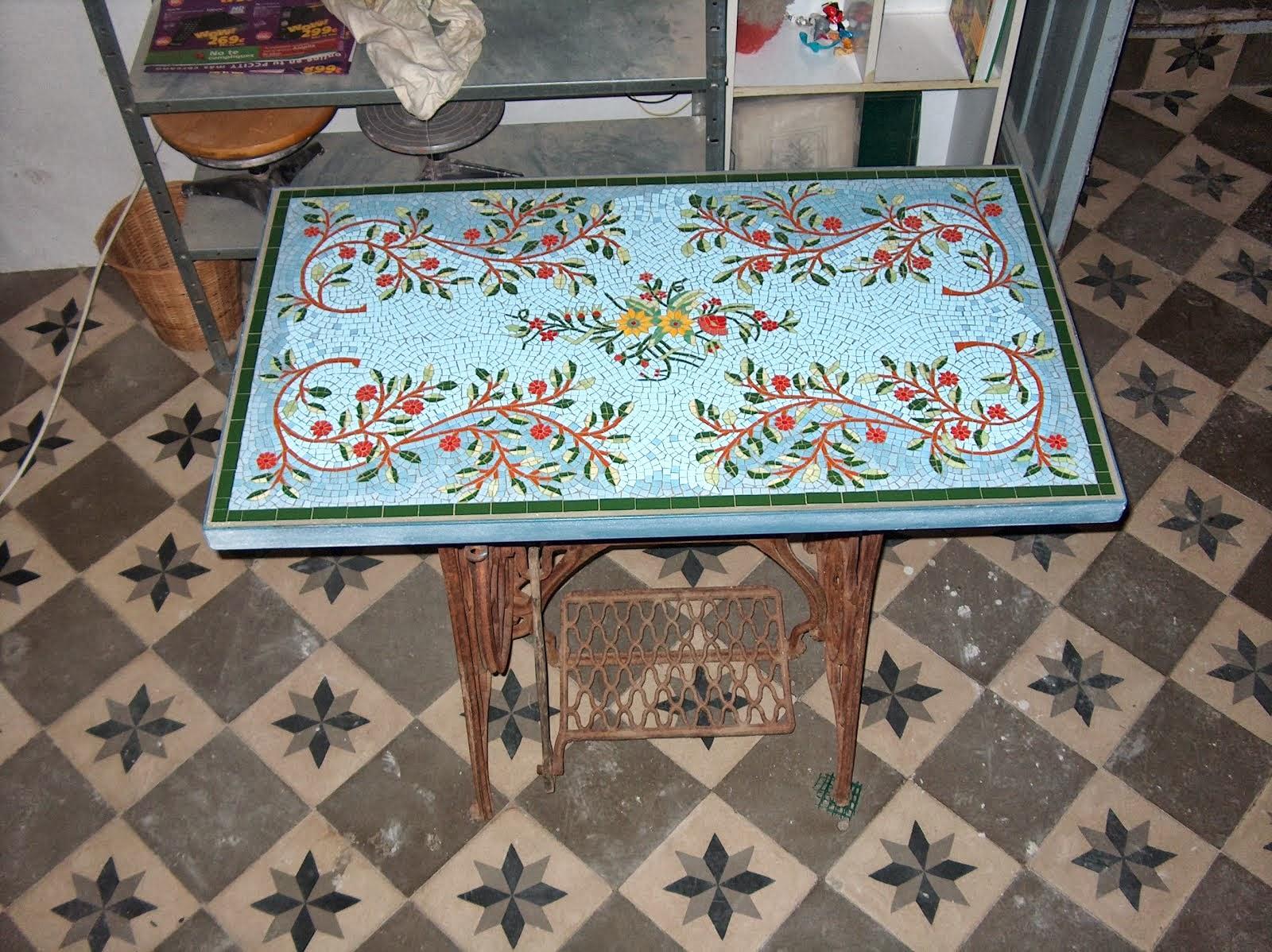 RicardoTecela: Tapa de Mesa de coser antigua