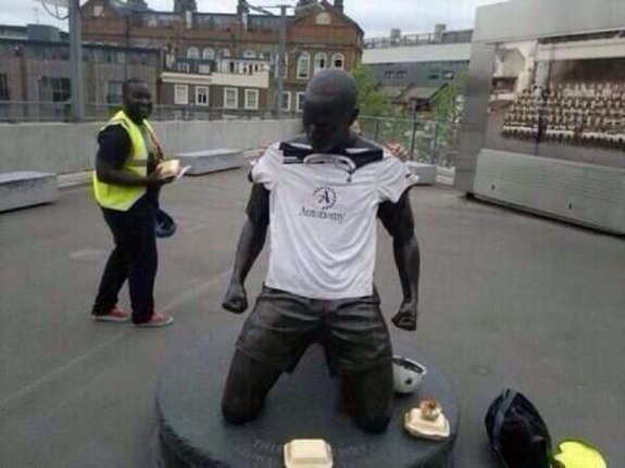 Tottenham fans adorn Thierry Henry statue with Spurs jersey
