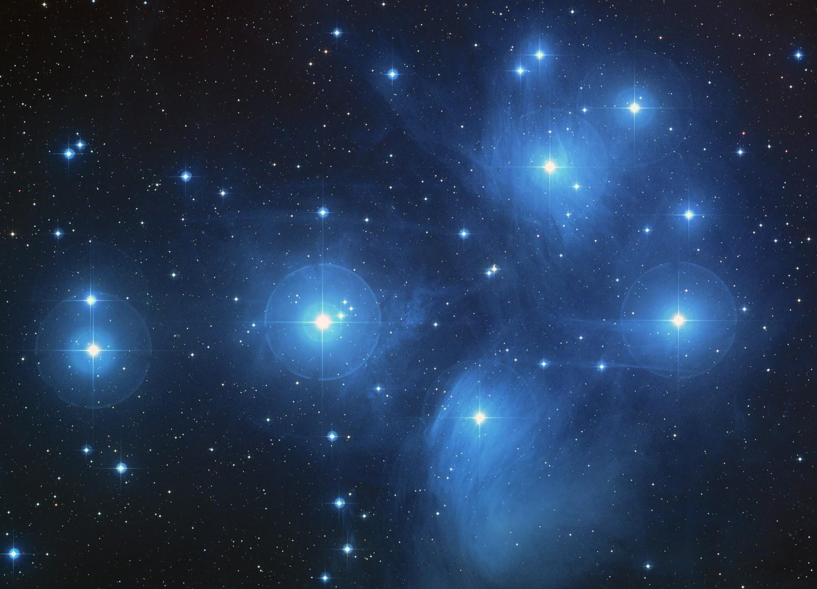 Cụm sao Pleiades (M45) chụp vào ngày 1/6/2004. Credit : NASA, ESA, AURA/Caltech, Đài quan sát Palomar.