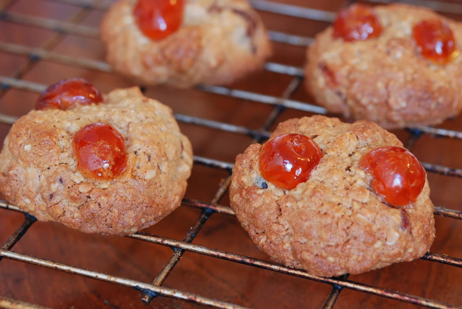 easy cherry and pecans cookies