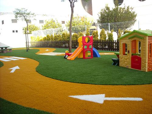 Topsecret deco decoraci n con c sped artificial - Casa para jardin infantil ...