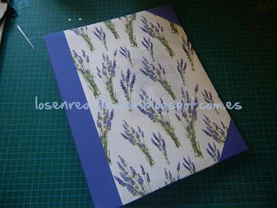 Álbum de fotografías decorado con la técnica del cartonaje