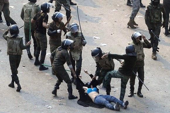 Foto Falsa de Estudiantes Maltratados en Venezuela