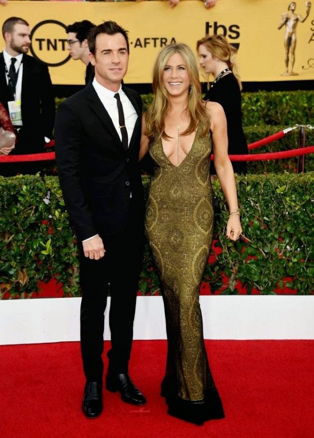 If anyone know how to work their art in a red carpet, it's Jennifer Aniston.  So, we're really loving to how those diamond theme is growing as sht 45-year-old spending some quality time to red carpet in the Screen Actors Guild (SAG) Awards.