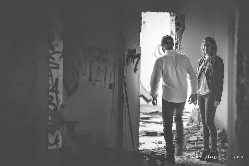 Fotos preboda en una casa abandonada