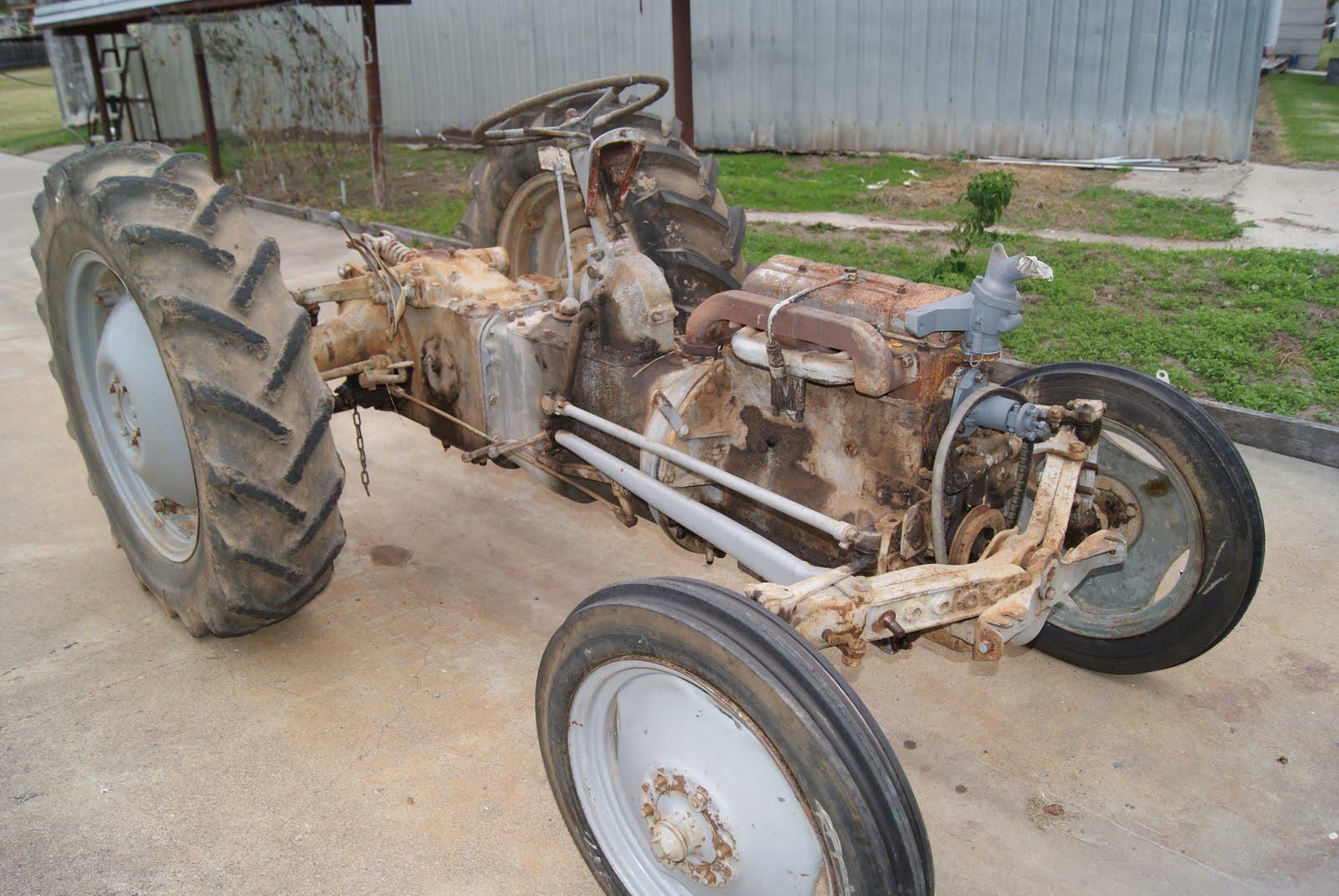 http://1.bp.blogspot.com/-tT2_Vvkse8c/TdhQVXM7qYI/AAAAAAAAADE/jJstQF4kQMA/s1600/Tractor+1.jpg