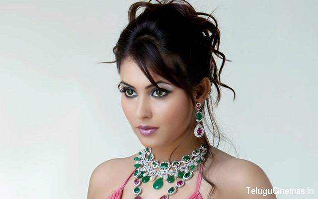 MadhuShalini Photo Shoot,Madhu Shalini hot photo shoot,Madhu Shalini photo,Gallery,madhushalini photos,Madhushalini pics,Madhushalini wallpapers,Madhushalini sexy photos