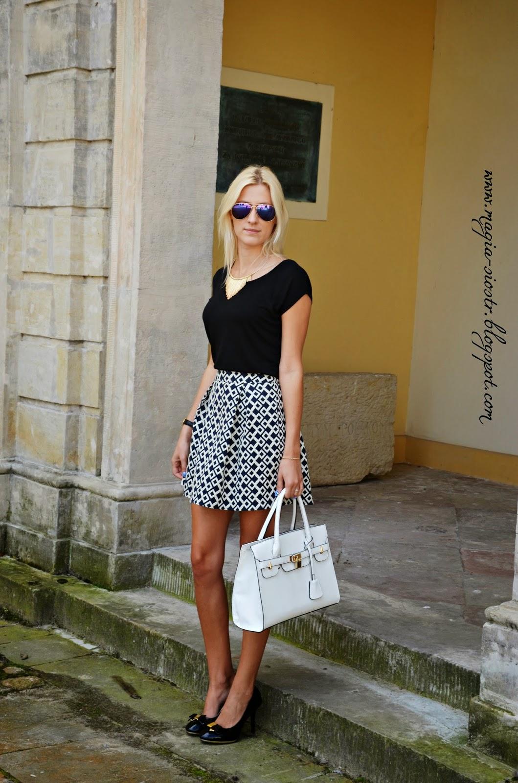 Biała torebka, spódnica we wzory