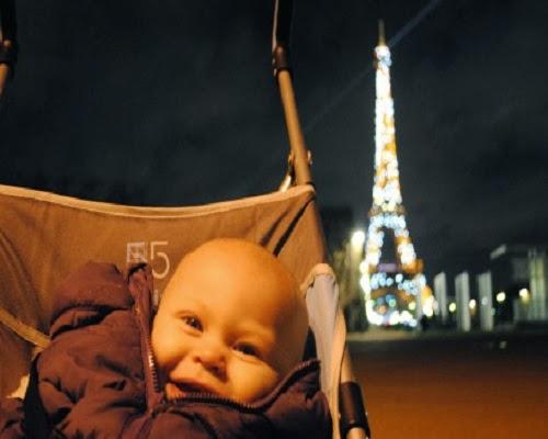 Photo bébé en tour eiffel à paris