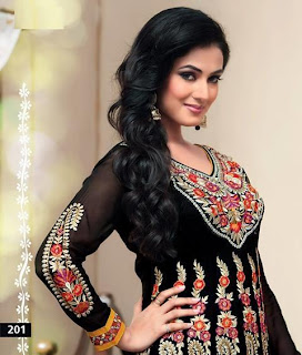 Sonal Chauhan's New Photoshoot for an Indian Designer Wear