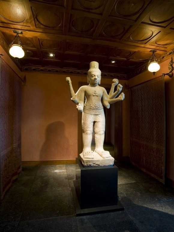 Photo of Buddha statue in the separated room