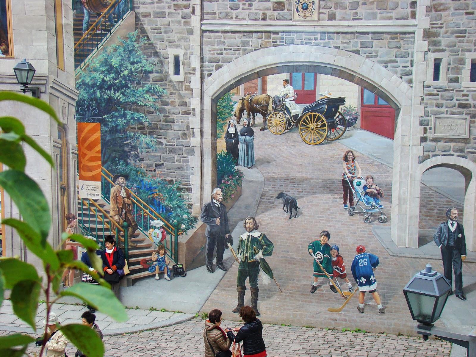 Здесь картина кажется продолжением улицы, на которой переплетаются современный Квебек с персонажами из далёкого прошлого.