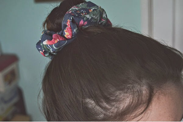 How to DIY Hair Scrunchie