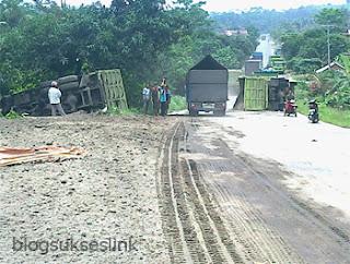 kecelakaan dump truck