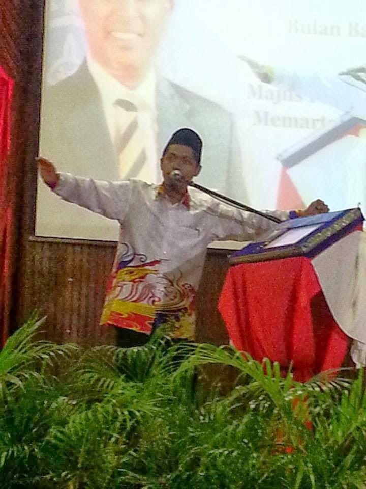 Bersajak di hadapan MB Perak