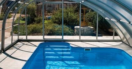 Cerramientos de policarbonato para cubrir piscinas web for Cubiertas para piscinas madrid