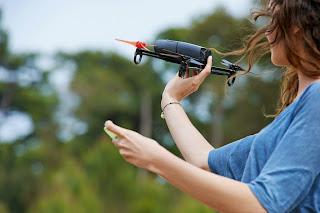 donna pilota di droni