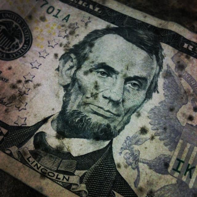 Como remover mofo de notas de dinheiro