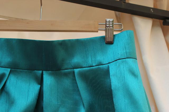 Como hacer y coser una falda verde plisada DIY