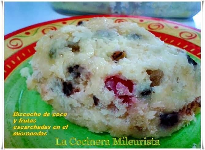 Bizcocho De Coco Y Frutas Escarchadas En El Microondas