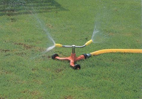 Dondehogar una ducha refrescante for Aspersores de agua para jardin